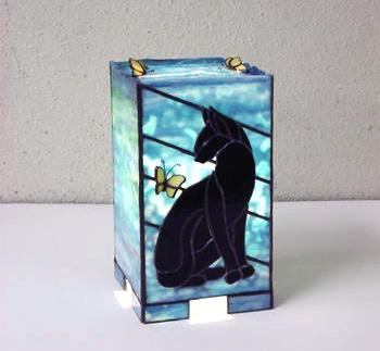 「猫のあんどん型ランプ」